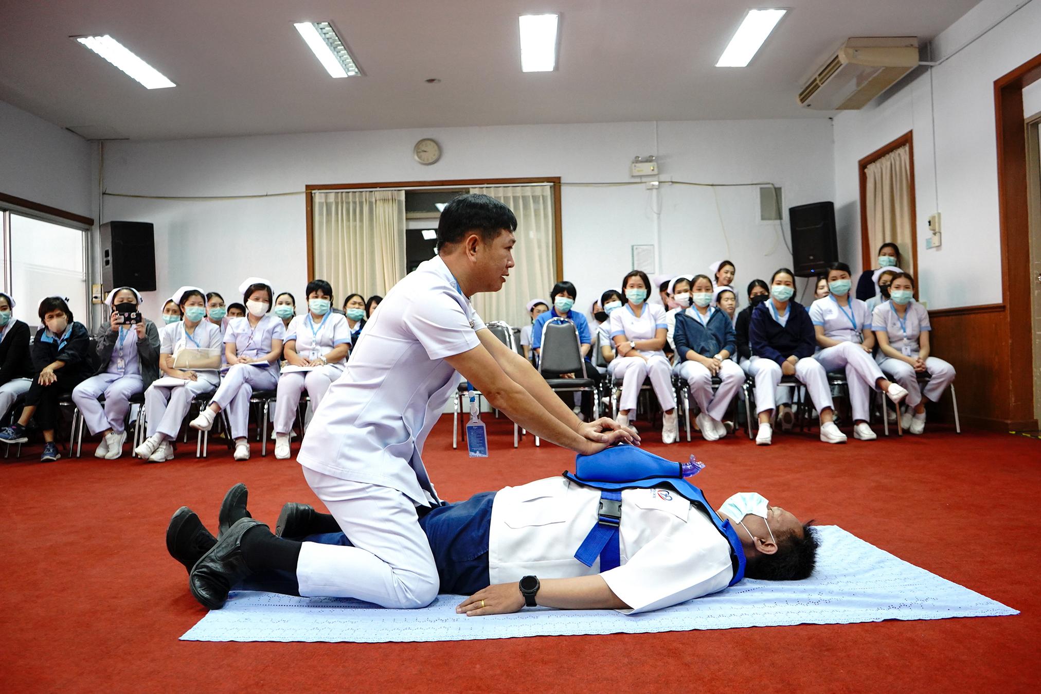อบรมและฝึกปฏิบัติการ การช่วยฟื้นคืนชีพเบื้องต้น (Basic Life Support)
